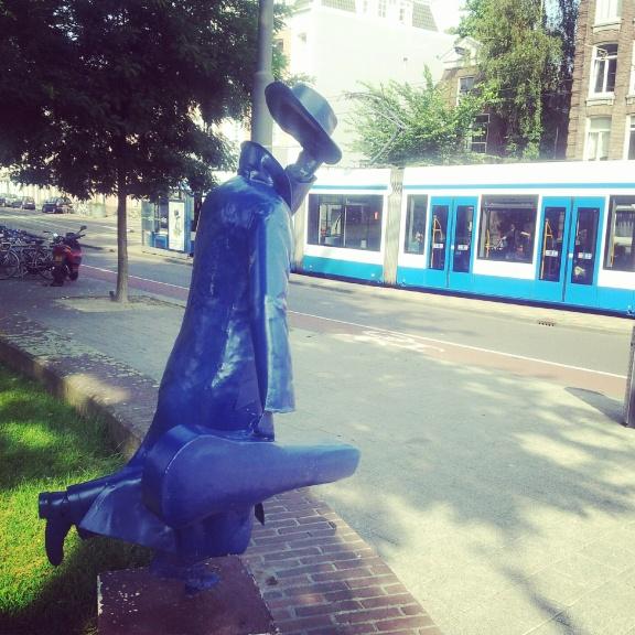 correndo pra pegar o tram
